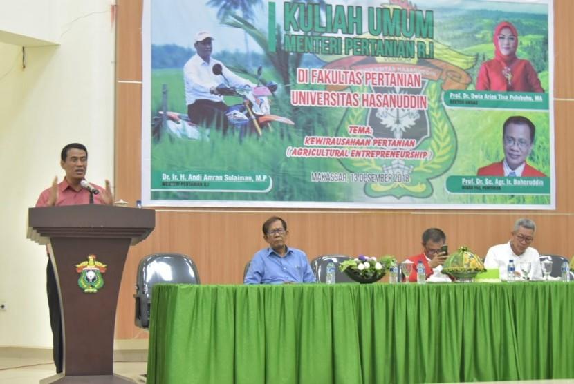 Menteri Pertanian Andi Amran Sulaiman memberi kuliah umum di Fakultas Pertanian Universitas Hasanuddin (Unhas), Kamis (13/12).