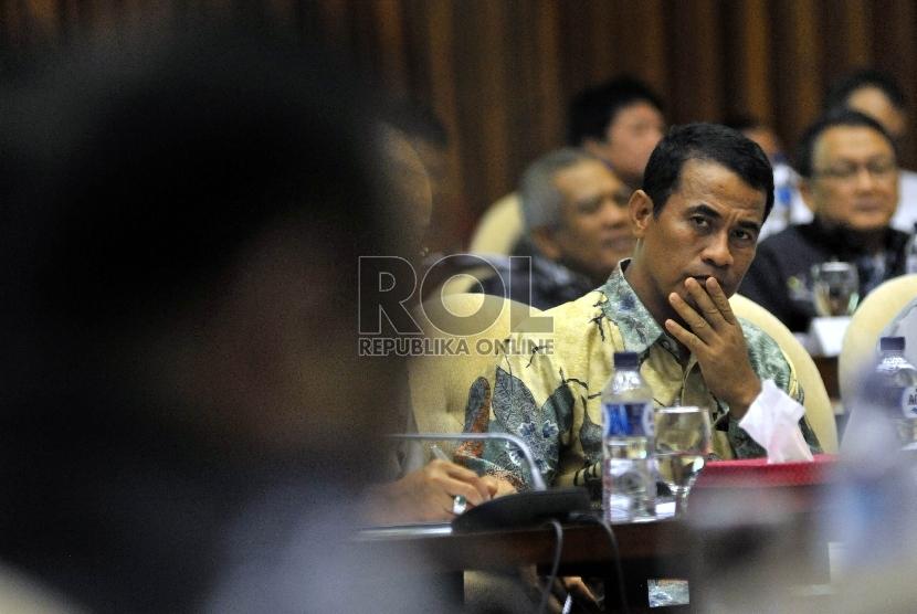 Menteri Pertanian, Andi Amran Sulaiman saat mengikuti rapat kerja bersama Komisi IV DPR RI di Kompleks Parlemen Senayan, Jakarta, Kamis (27/8). (Republika/Rakhmawaty La'lang)