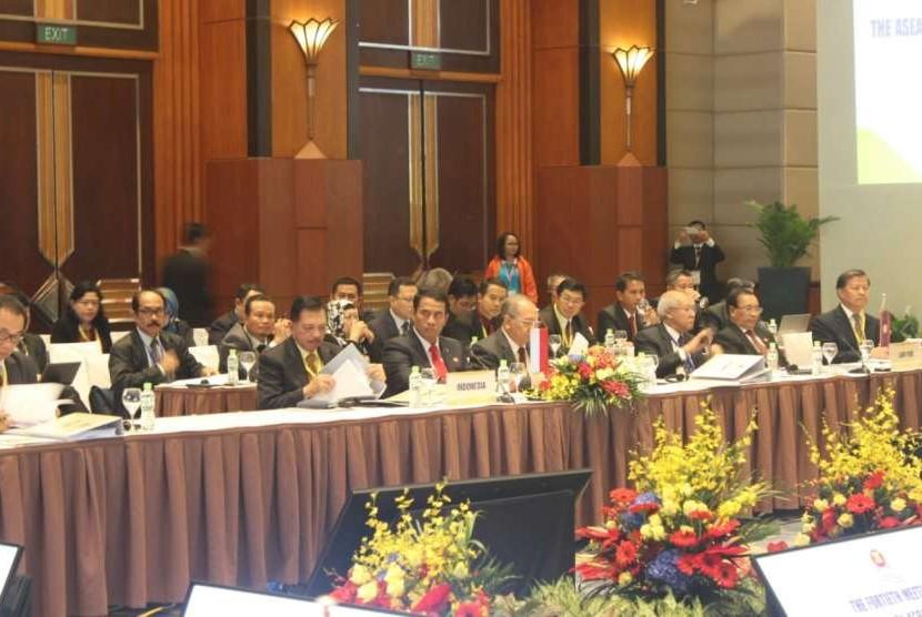 Menteri Pertanian (Mentan) RI Amran Sulaiman menghadiri pertemuan Menteri Pertanian, Perikanan, dan Kehutanan ASEAN (AMAF) Ke-40 di Hanoi, Vietnam, Kamis (11/10)