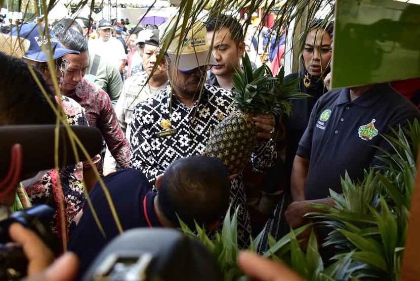 Menteri Pertanian (Mentan) Syahrul Yasin Limpo mengapresiasi produk petani binaan PT Pupuk Kujang di Kujang Festival. Mentan yakin Indonesia sebagai negara tropis juga menjadi salah satu negara produsen nenas dunia.