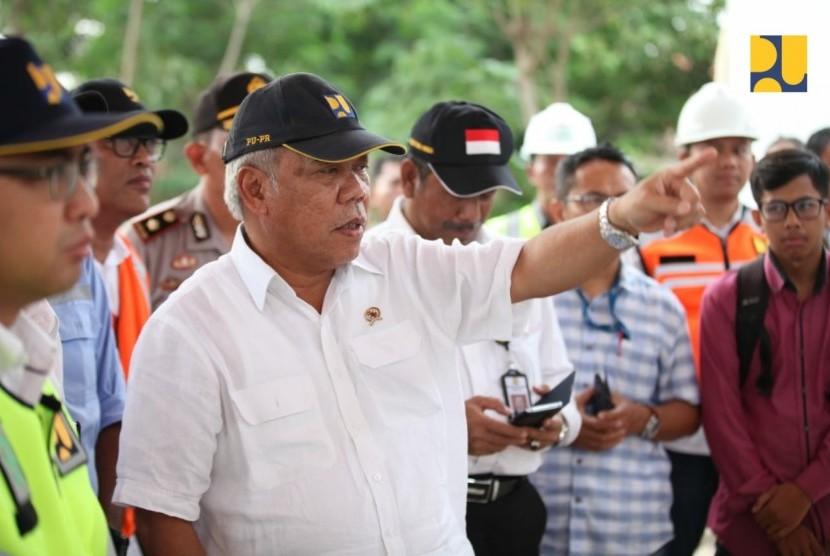 Menteri PUPR Basuki Hadimuljono saat mengunjungi lokasi akses jalan Pelabuhan Patimban, Subang, Jawa Barat.