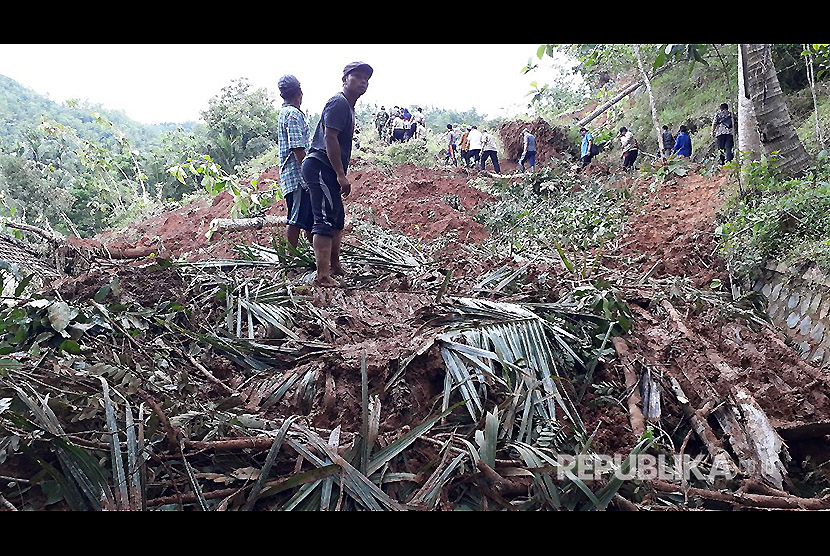 Lokasi bencana longsor di Pacitan, Jawa Timur, Jumat (1/12).
