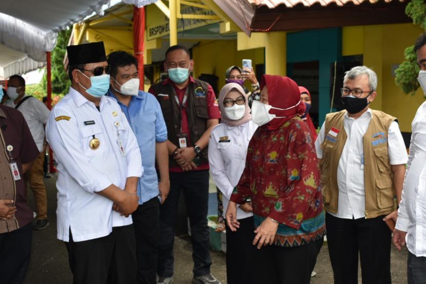 Menteri Sosial RI, Tri Rismaharini. melanjutkan rangkaian kegiatan di Kalimantan Selatan dengan mengunjungi panti penyandang disabilitas sosial dan sejumlah instansi di bawah naungan Kemensos.