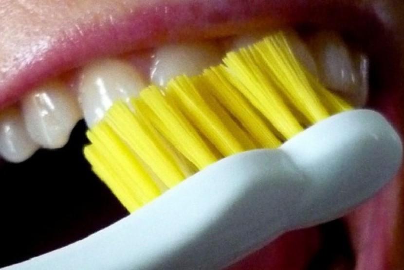 Menyikat gigi (Ilustrasi)
