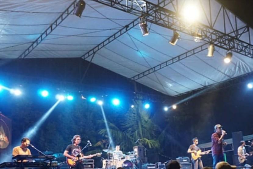 Merapi Night Specta 2018 di Embung Kalian, Kabupaten Sleman, DIY, Sabtu (30/6) lalu.