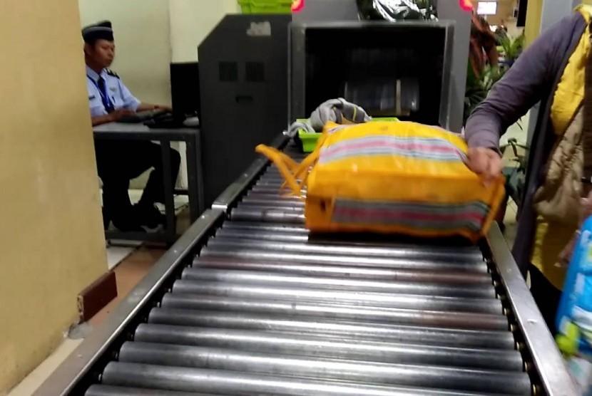 Mesin X-Ray di bandara (ilustrasi)