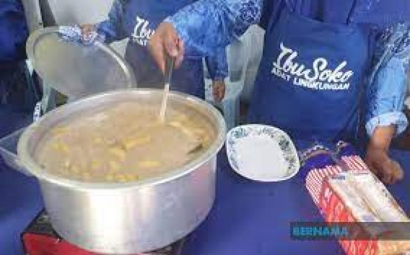 Mi loka adalah sejenis bubur manis melayu dengan pisang yang dicampur dengan sejenis mi yang dikenal dengan mi siput. Mi loka merupakan hidangan terfavorit di kalangan masyarakat Adat Pepatih, terutama selama bulan Ramadhan.