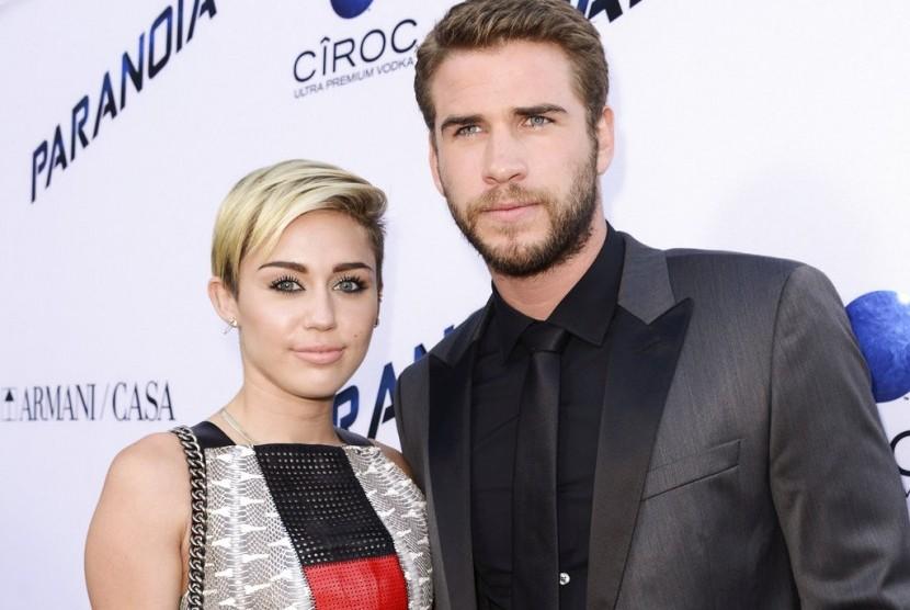 Miley Cyrus dan Liam Hemsworth.
