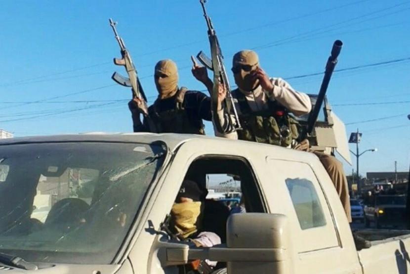 Militan ISIS pamer kekuatan.