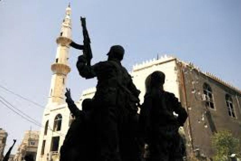 Militan ISIS pamer senjata.