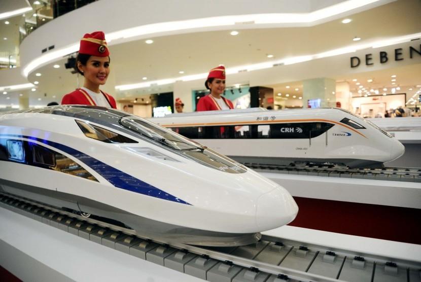 Miniatur kereta cepat diperlihatkan dalam Pameran