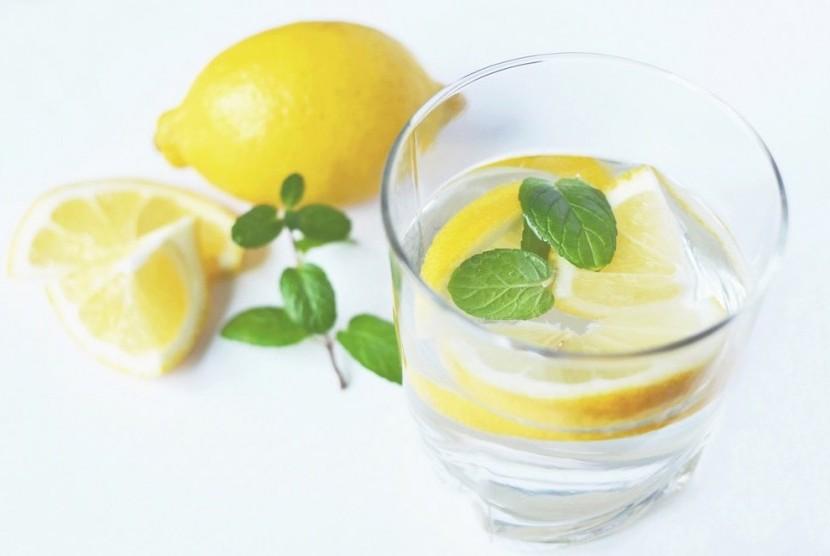 Minuman air lemon