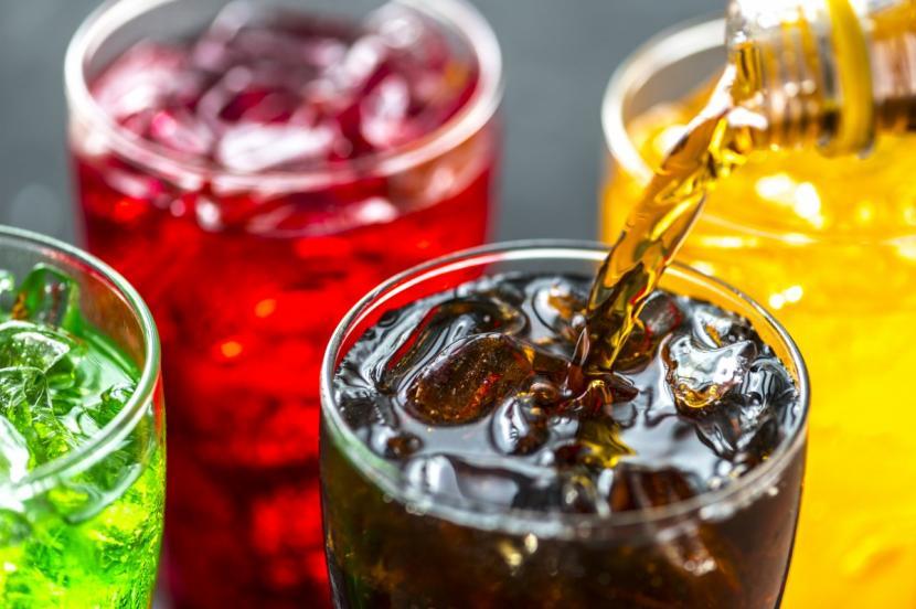 Seorang warga Cina berusia 22 tahun menenggak 1,5 liter minuman soda hanya dalam kurun waktu 10 menit.