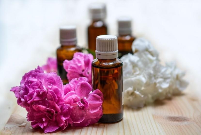 Bau minyak esensial di kamar bisa membuat tidur lebih nyenyak.