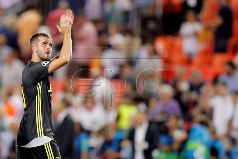 Miralem Pjanic mencetak dua gol lewat penalti untuk Juventus.