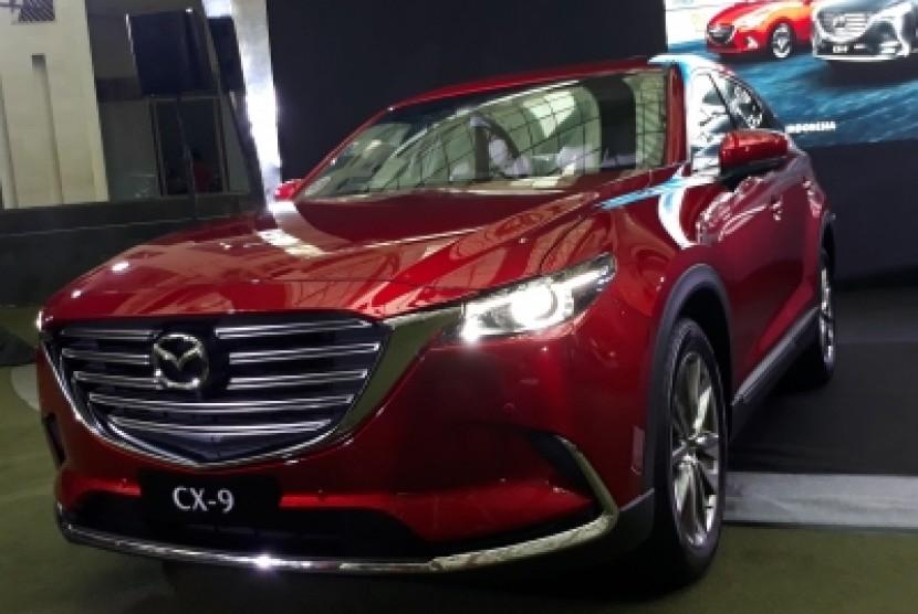 Mobil All New Mazda CX-9 dengan pilihan warna Soul Red  Crystal Metallic di acara Mazda Power Drive 2018, Epiwalk Komplek  Epicentrum, Kuningan Jakarta Selatan, Sabtu (20/10).