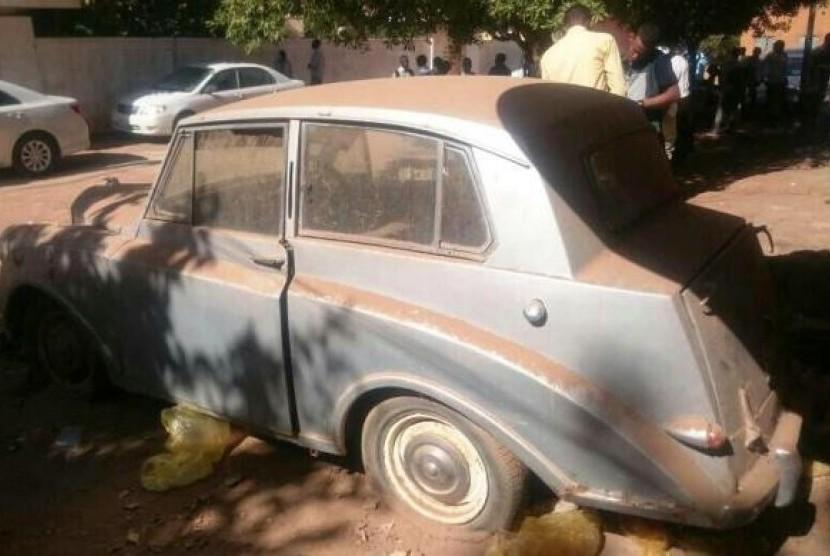 Mobil Aminah saat peroleh SIM pertama kali