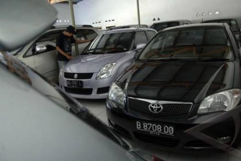 Penjualan Mobil Bekas Indramayu Anjlok Jelang Bbm Naik Republika