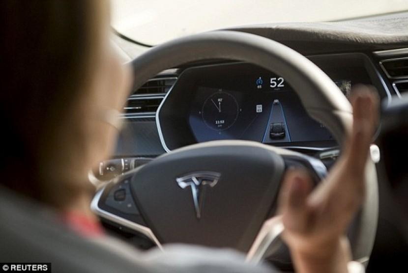 Mobil dalam kondisi autopilot. Ilustrasi