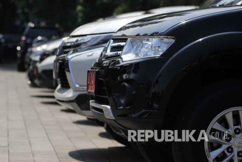 Pemkot Surabaya Akan Lelang 30 Mobil Dinas Republika Online