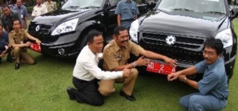 Mobil Esemka karya siswa SMK Solo yang dijadikan mobil dinas Walikota dan Wakil Walikota Solo