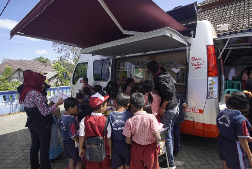 Mobil KaCa Universitas Muhammadiyah Malang (UMM) mengunjungi SD di Desa Sumberputih Kecamatan Wajak Kabupaten Malang.