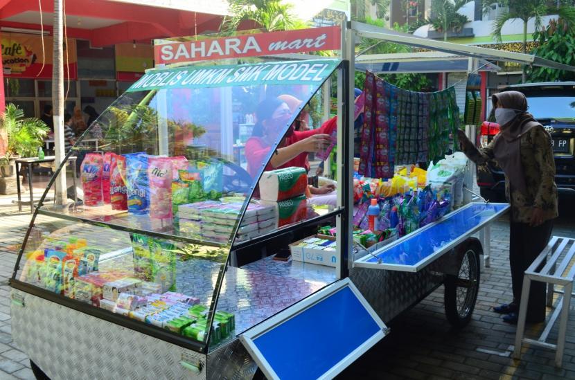 Mobil listrik karya para siswa SMK Model/Rujukan PGRI 1 Mejayan, Kabupaten Madiun. Kendaraan ini bisa menjadi sarana berjualan  nasi pecel dan sebagainya. Dok. SMK Model/Rujukan PGRI 1 Mejayan, Kabupaten Madiun