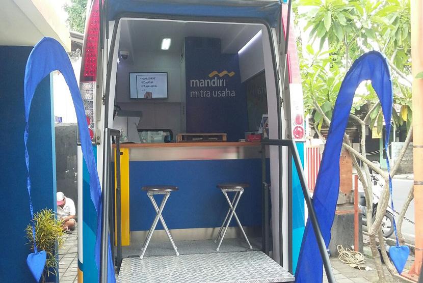 Mobil rumah kreatif BUMN (MRKB) di Denpasar Bali guna mendorong UKM agar dapat  melakukan transaksi bisnis secara online.