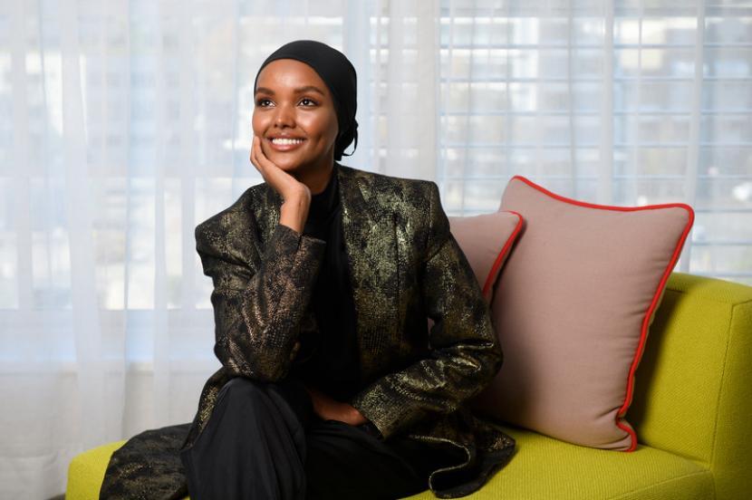 Model Muslimah Halima Aden Beralih Jadi Desainer. Model keturunan Somalia-Amerika Halima Aden.
