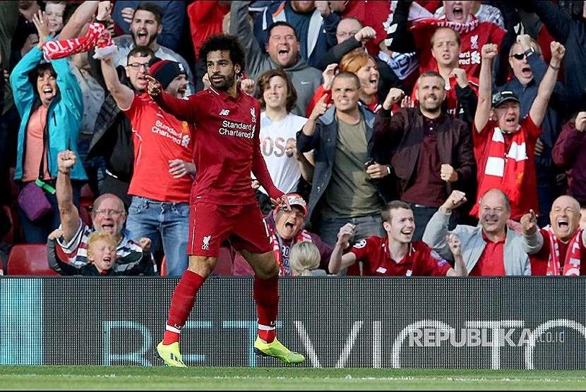 Mohamed Salah (kiri)