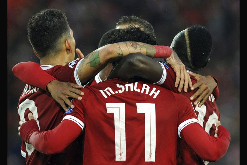 Mohamed Salah mencetak dua gol ketika membantu Liverpool menang atas AS Roma dengan skor 5-2, Rabu (25/4) dini hari WIB, di leg pertama semifinal Liga Champions.