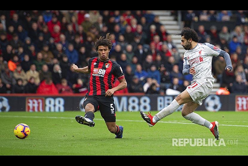 Mohamed Salah mencetak gol keduanya pada pertandingan Liga Primer Inggris antara Bournemouth melawan Liverpool di Vitality Stadium, Bournemouth, Inggris, Sabtu (8/12)