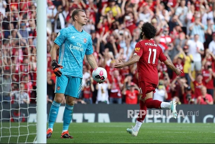 Mohamed Salah merayakan gol pada laga Liga Inggris di Stadion Anfield, Liverpool, Ahad dinihari (24/8).