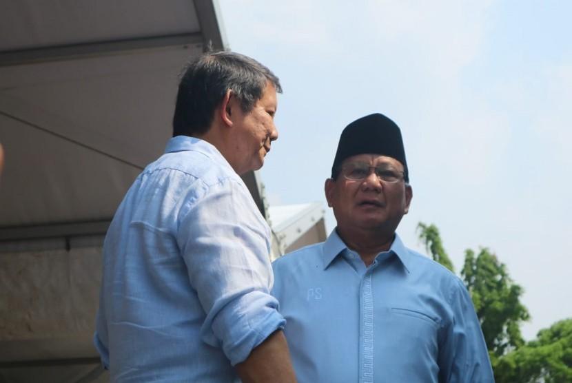 Adik kandung Prabowo Subianto, Hashim Djojohadikusmo (kiri) dan Prabowo Subianto.