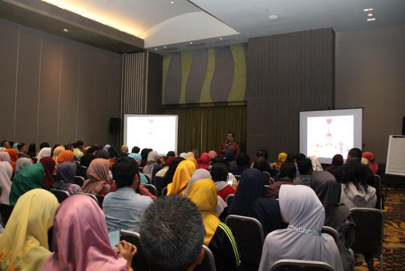 Motivator Suprarasional, Ridwan Hasan Saputra (RHS) menjadi narasumber dalam acara Festival Literasi Sekolah (FLS) 2019 di Hotel El Royale, Jakarta Utara, Sabtu (27/7).
