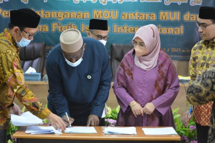 MoU antara MUI dan Komite Fikih Internasional OKI di Jakarta, Ahad (13/6)