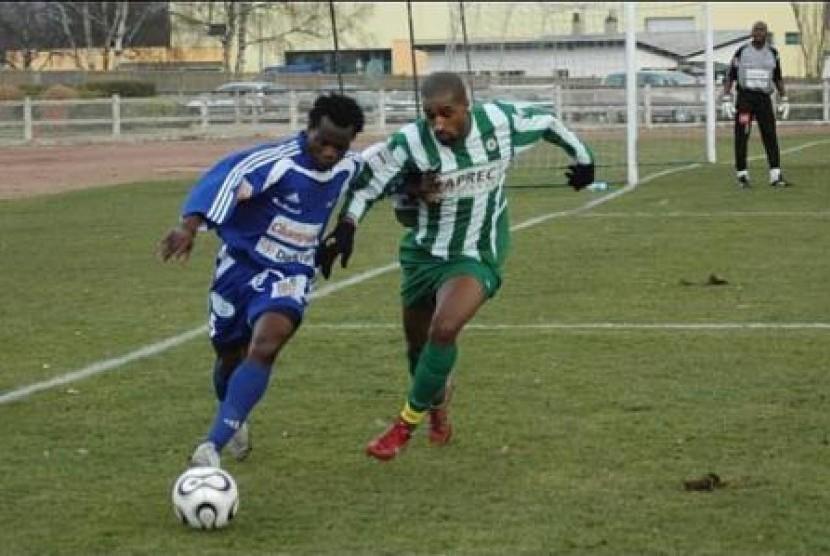 Moukwelle Ebanga Sylvain (kiri).