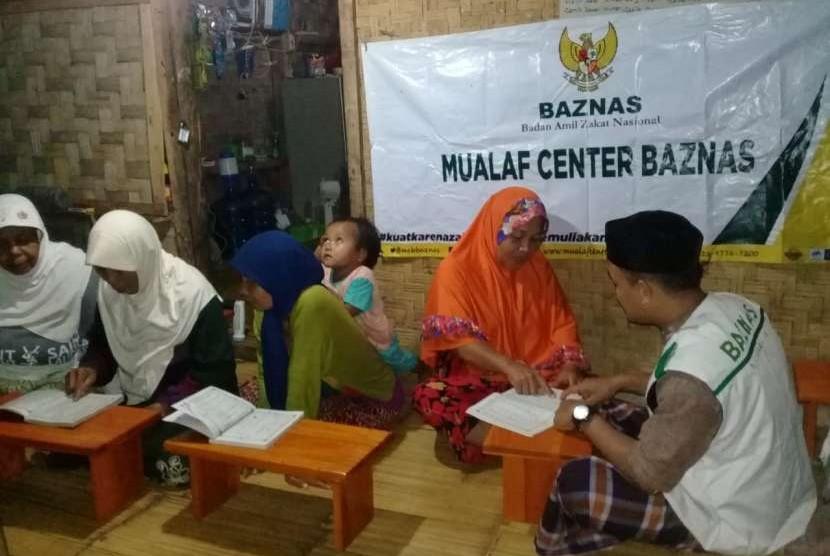 Mualaf Center Baznas (MCB) melakukan pembinaan terhadap para komunitas mualaf Muslim Baduy di Lebak, Banten.