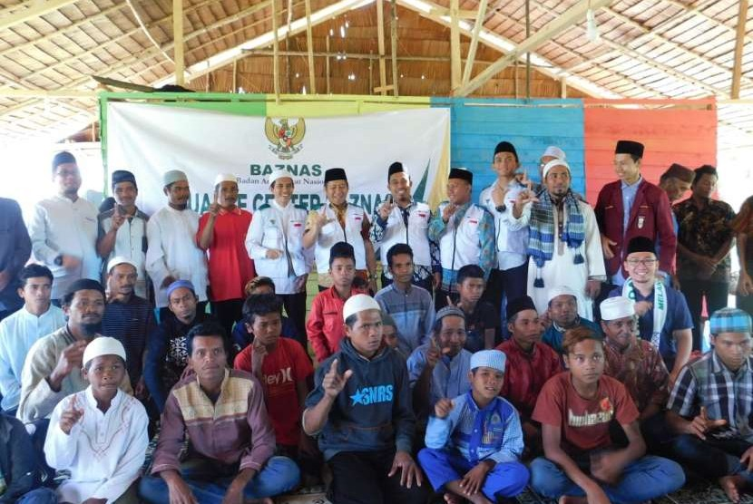 Mualaf Center Baznas meresmikan program pembinaan dan pemberdayaan untuk mualaf suku Taa Wana.