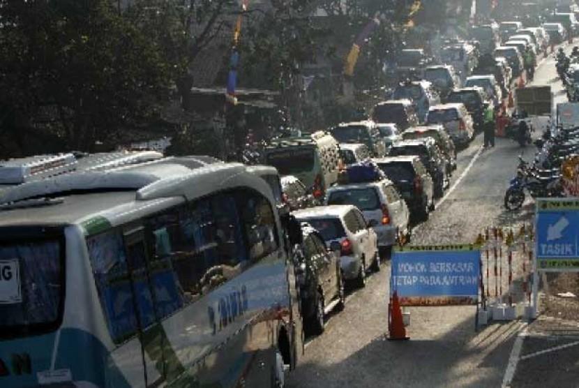Mudik identik dengan kemacetan.