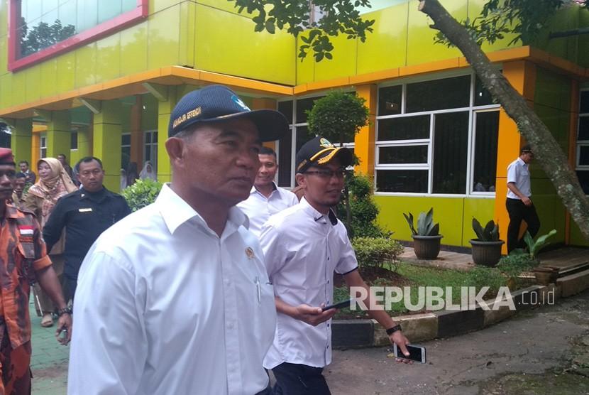 Muhadjir Effendy. Menteri Pendidikan dan Kebudayaan (Mendikbud), Muhadjir Effendy meresmikan Pusat Arsip Kemendikbud di Bantargebang, Bekasi, Senin (25/2).