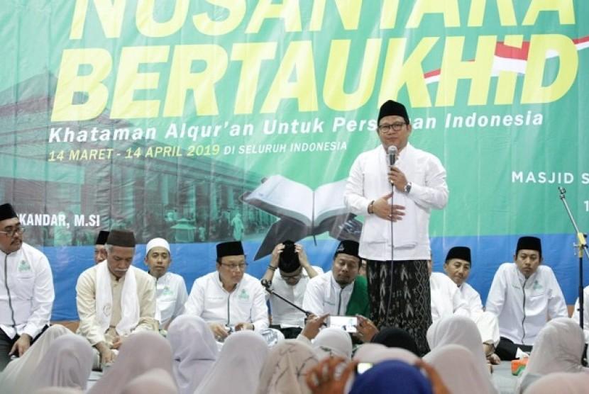 Muhaimin Ismandar menyampaikan sambutan di acara Khataman Alquran serentak.AgendaNusantara Bertauhid yang digelar Nusantara Mengaji ini demi persatuan Indonesia.