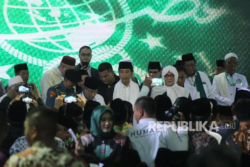 Munas dan Kombes NU. Presiden RI Joko Widodo hadir di acara Munas dan Kombes NU di Pesantren Miftahul Huda Al Azhar, Banjar, Jawa Barat, Rabu, (27/2).