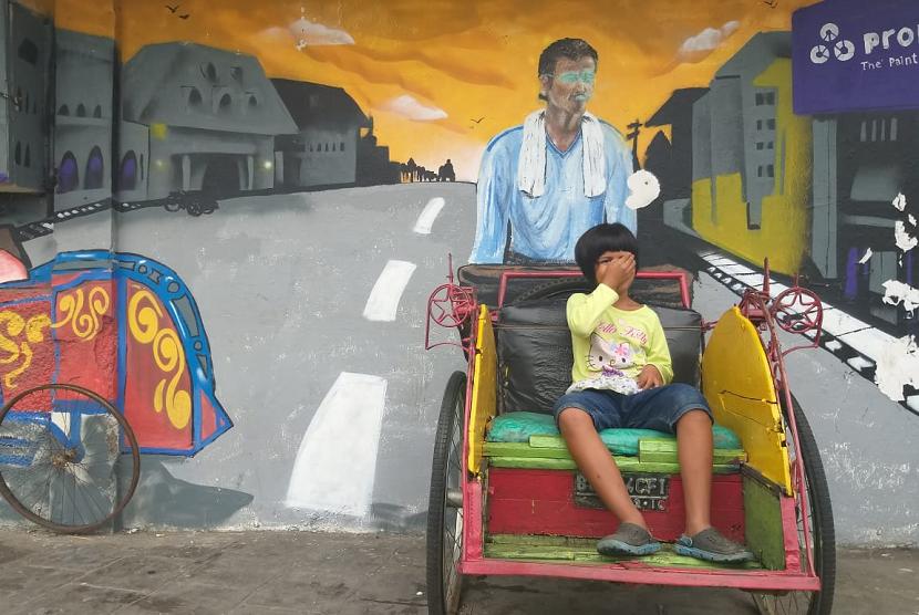 Mural yang ada di Jalan Kakap, Pluit, Penjaringan, Jakarta Utara mengusung konsep Jakarta Tempo Doeloe, Rabu (13/2).