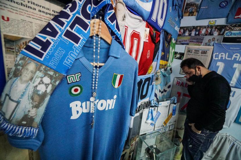 Sosok Maradona Di Mata Adik Angkatnya Di Napoli Republika Online