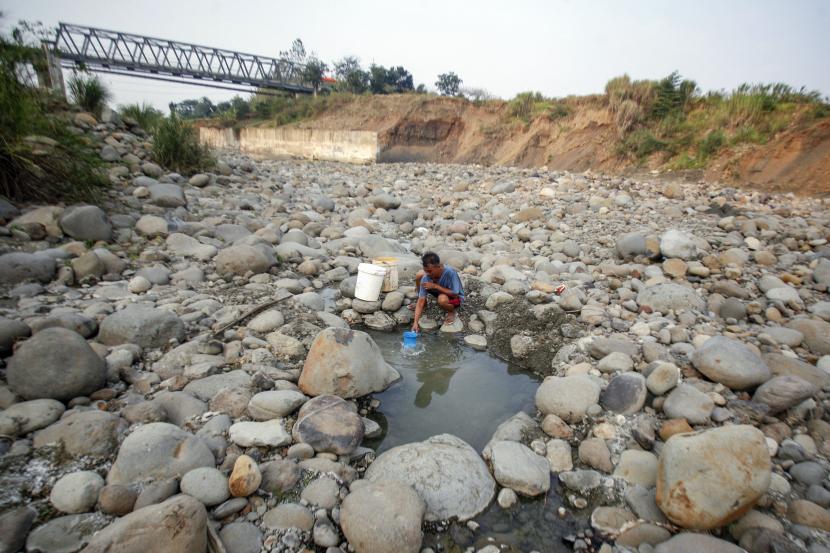 Kekurangan Air di Delapan Kecamatan Terbantu Hujan. Foto:   Musim kemarau. Ilustrasi