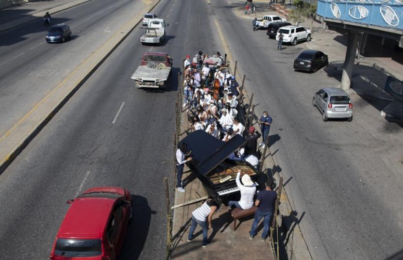 Orkestra dari Truk Hibur Warga Venezuela Saat Pandemi