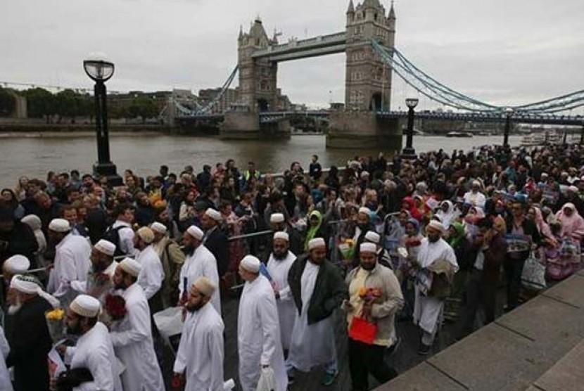 Muslim inggris dalam seuah peretemuan.
