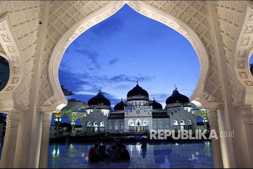 Muslim Kota Banda Aceh berkumpul di sekitar Masjid Baiturrahman Aceh. (Ilustrasi)