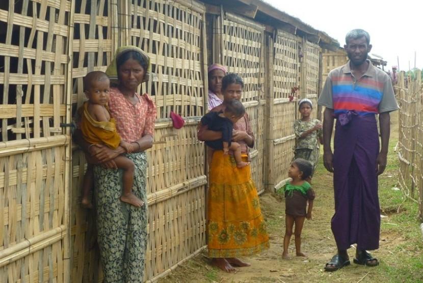 Muslim Rohingya, jadi pengungsi di negeri sendiri.